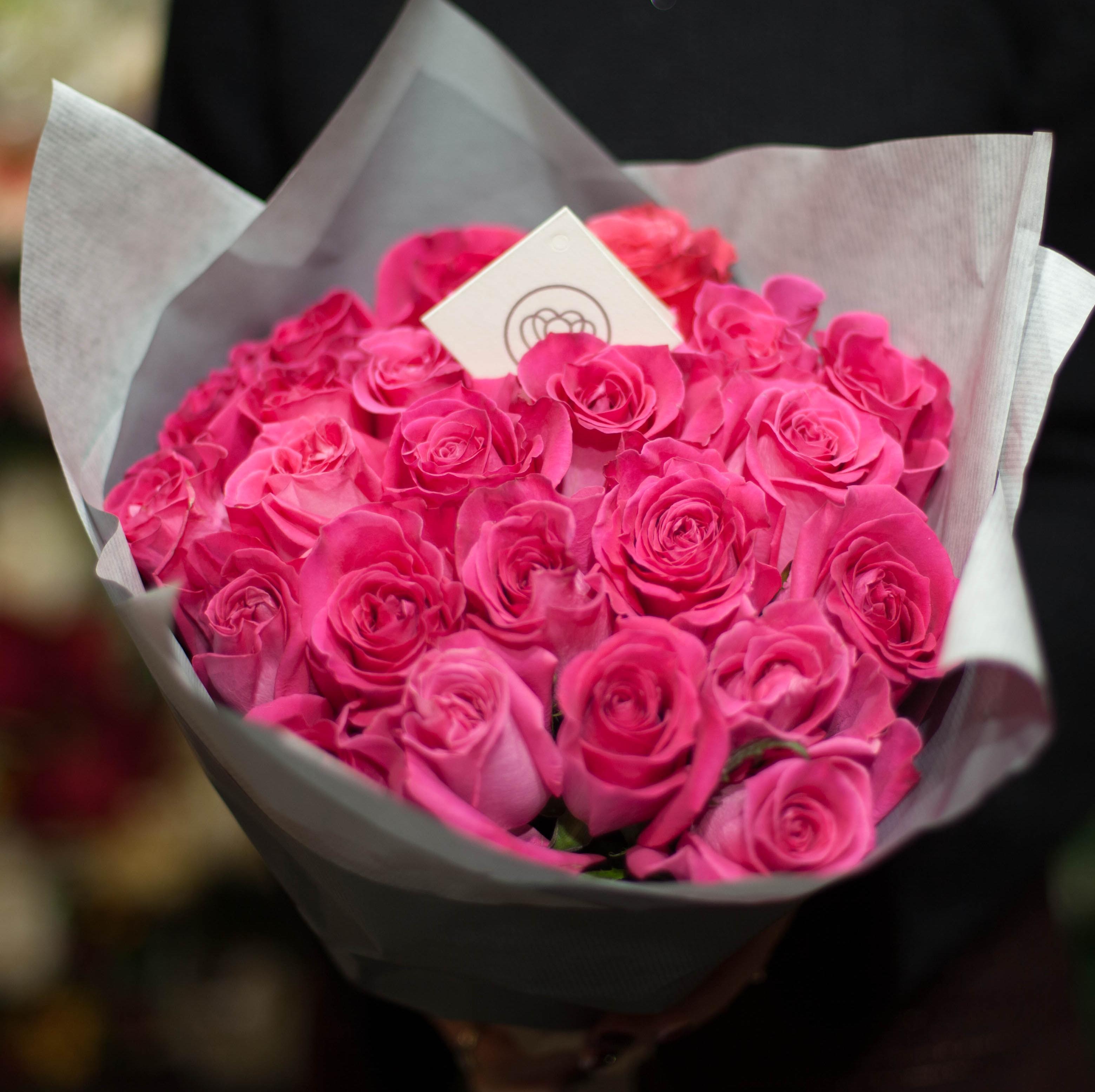 25 розовых роз Topaz 50 см фото