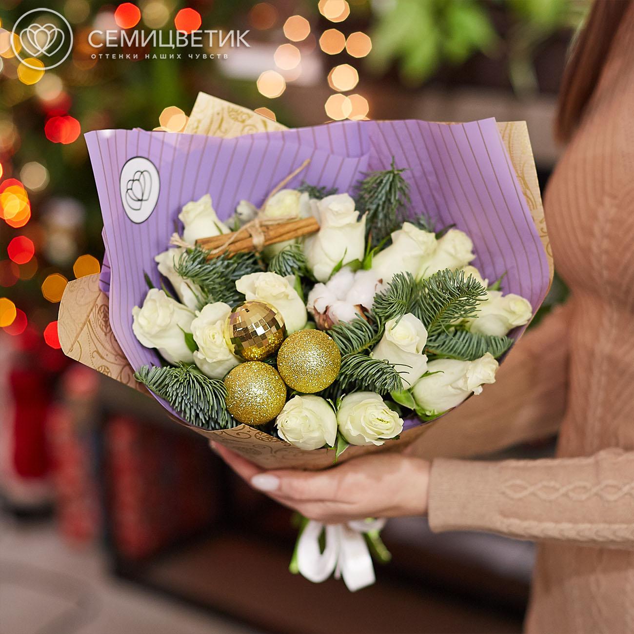 15 белых роз Premium с елью, корицей и хлопком фото