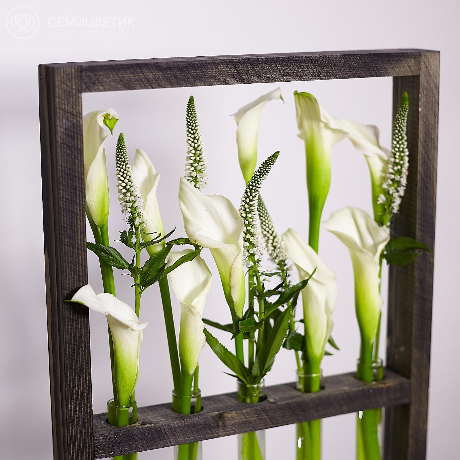 Деревянная рамка с каллами и вероникой фото