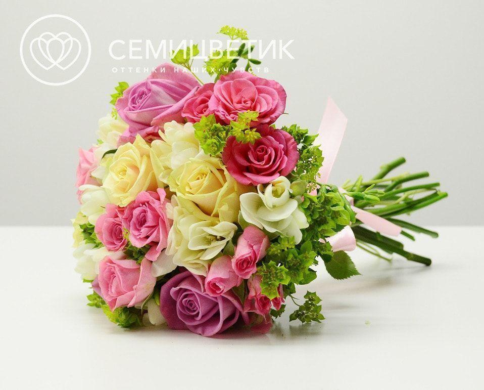 Свадебный букет из фрезии, розы и буплерума фото