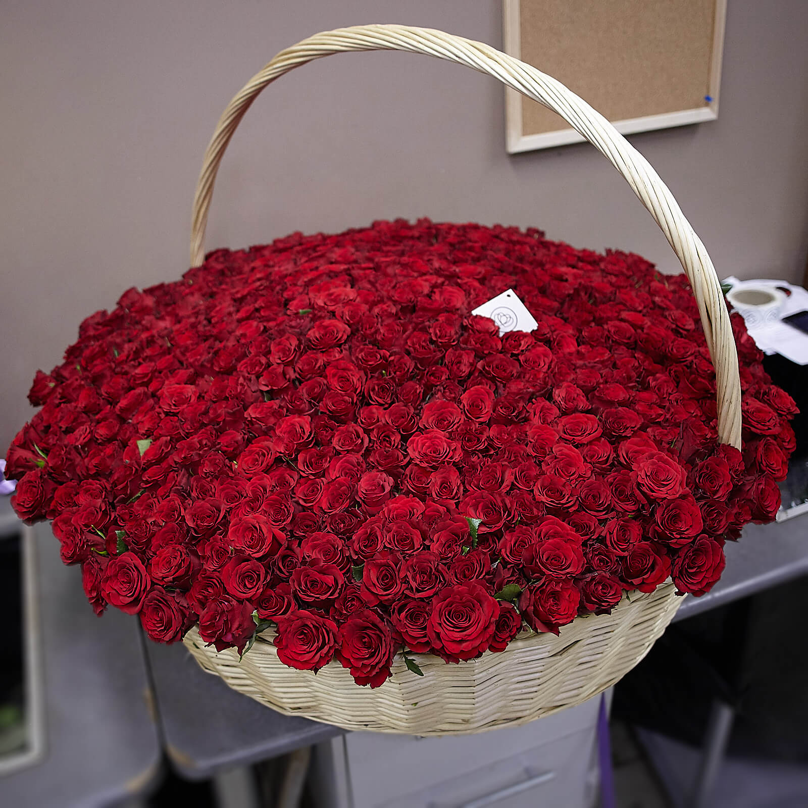 Композиция из 501 красной розы Premium 40 см в корзине фото