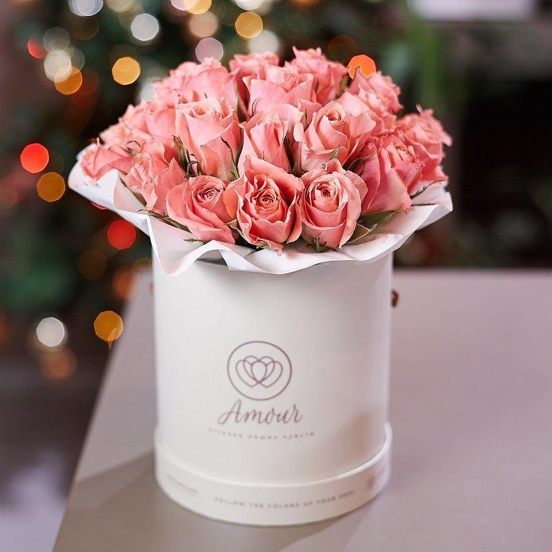 Букет в белой шляпной коробке Amour Mini из 29 розовых роз Premium фото
