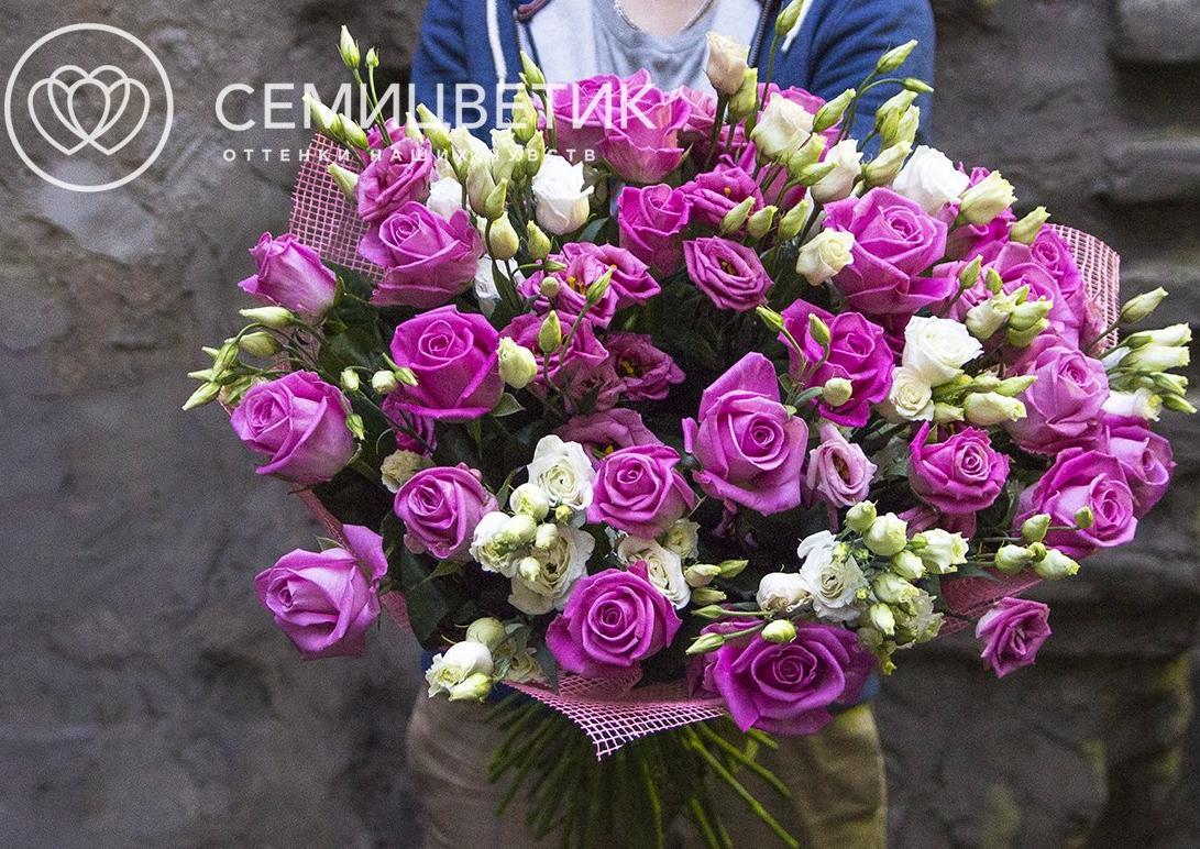 Букет из розы и лизиантуса фото