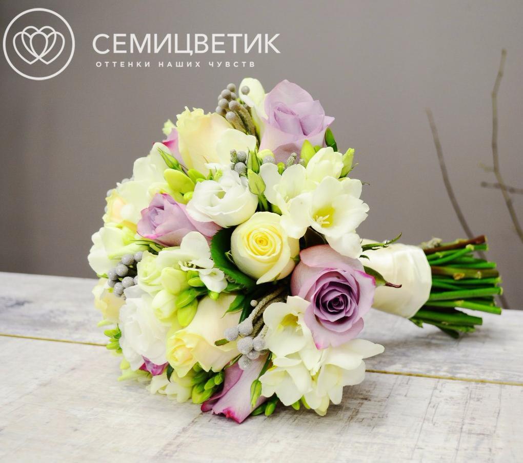 Свадебный букет из роз, фрезии и брунии фото
