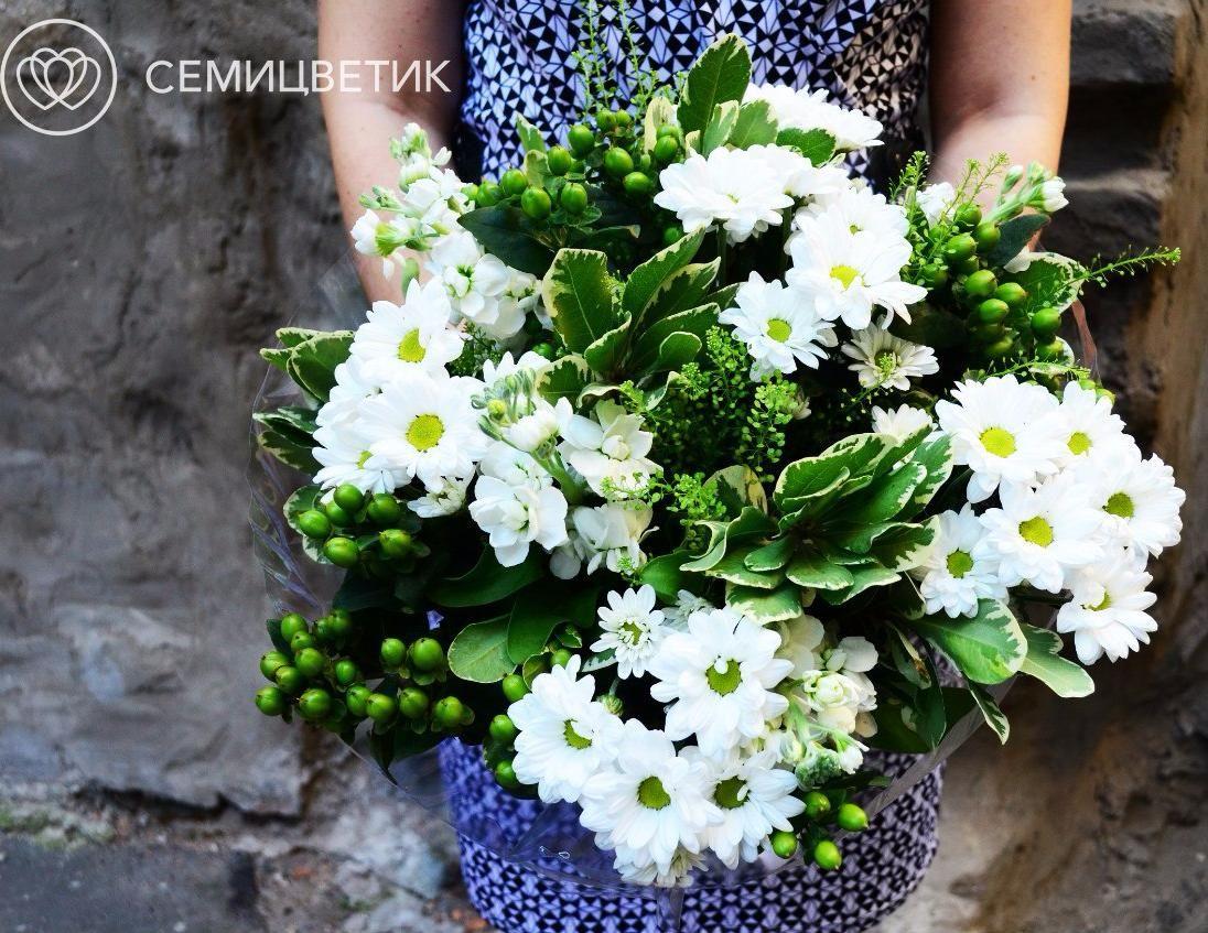 Букет из левкоя и хризантемы кустовой фото