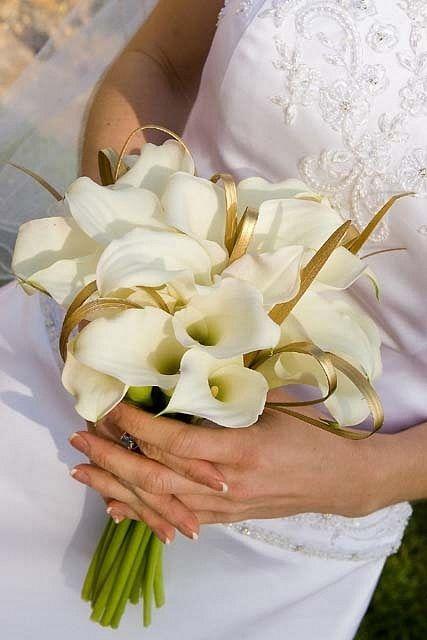 Свадебный букет из белоснежных калл фото