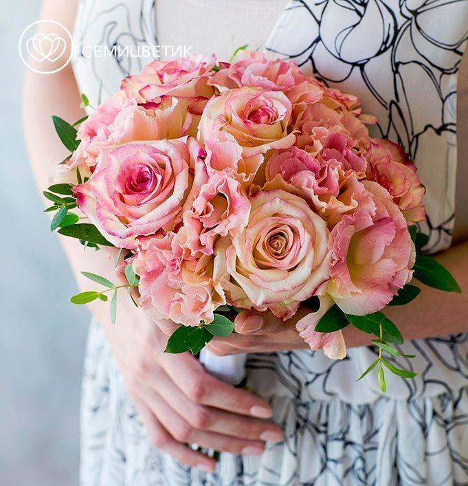 Свадебный букет из роз, лизиантуса и эвкалипта фото