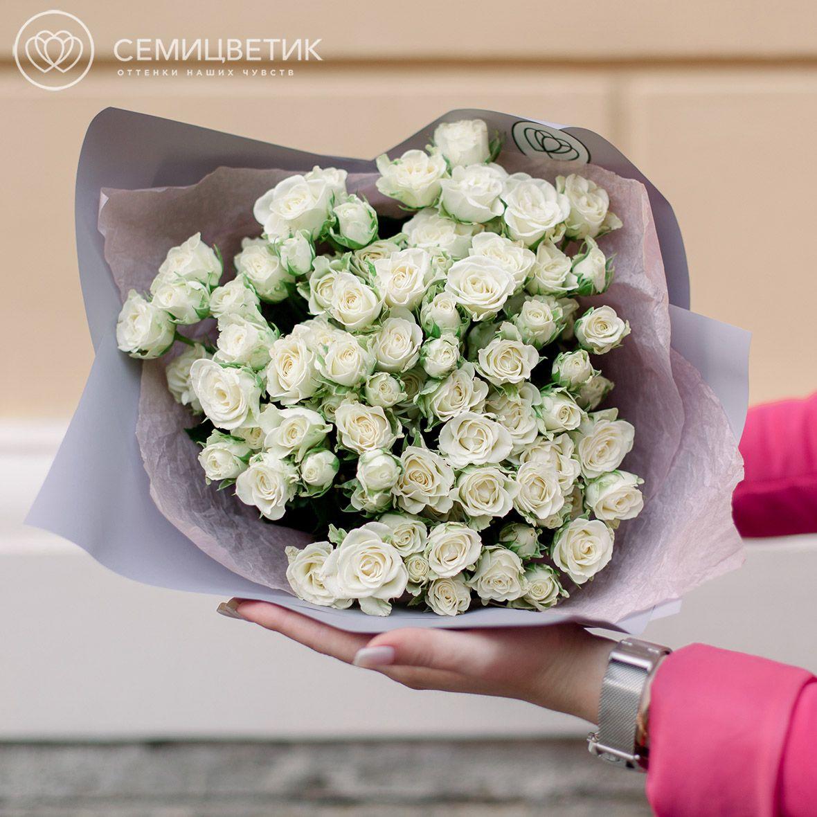 25 белых кустовых роз Snowflake 40 см фото
