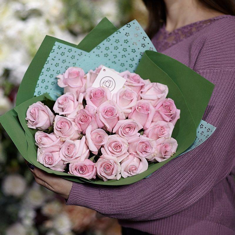 25 розовых роз Jessika 50 см в упаковке фото