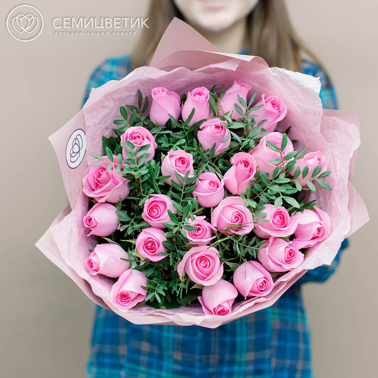 25 розовых роз Premium 40 см с фисташкой фото
