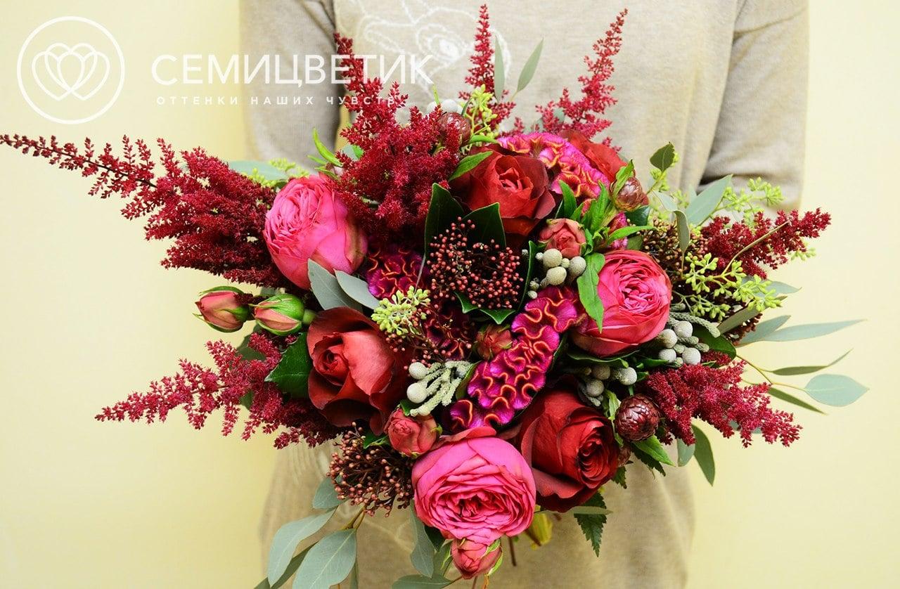 Свадебный букет из пионовидных роз, целозии и астильбы фото