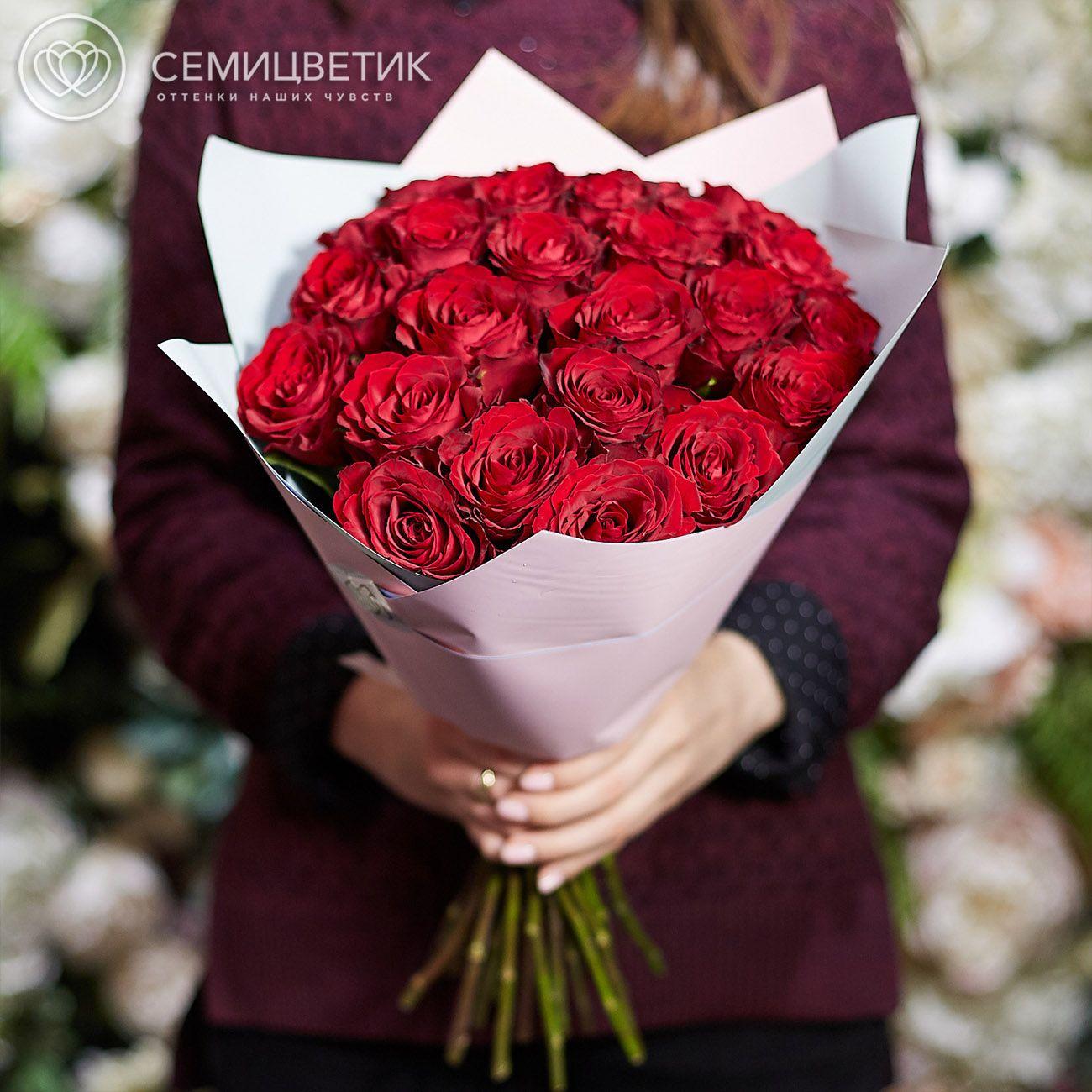 Букет из 25 красных роз 40 см Premium в дизайнерской пленке фото