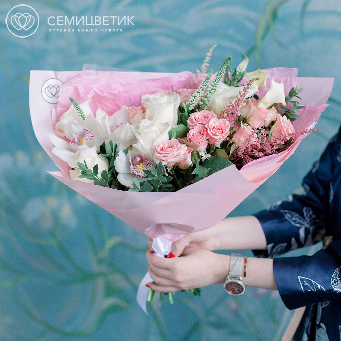 Букет из роз, орхидеи и гвоздики фото