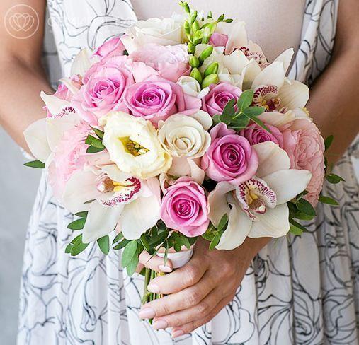 Свадебный букет из пионовидных роз, лизиантуса и орхидей фото
