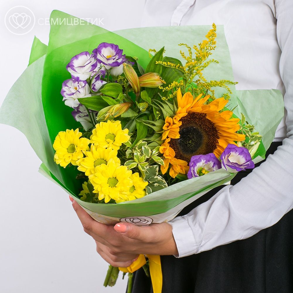 Букет из подсолнуха, лизиантуса и кустовой хризантемы фото