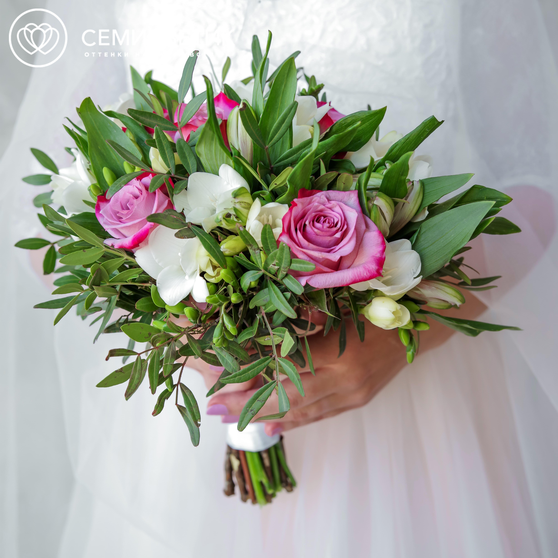 Свадебный букет из сиреневых роз и альстромерии фото