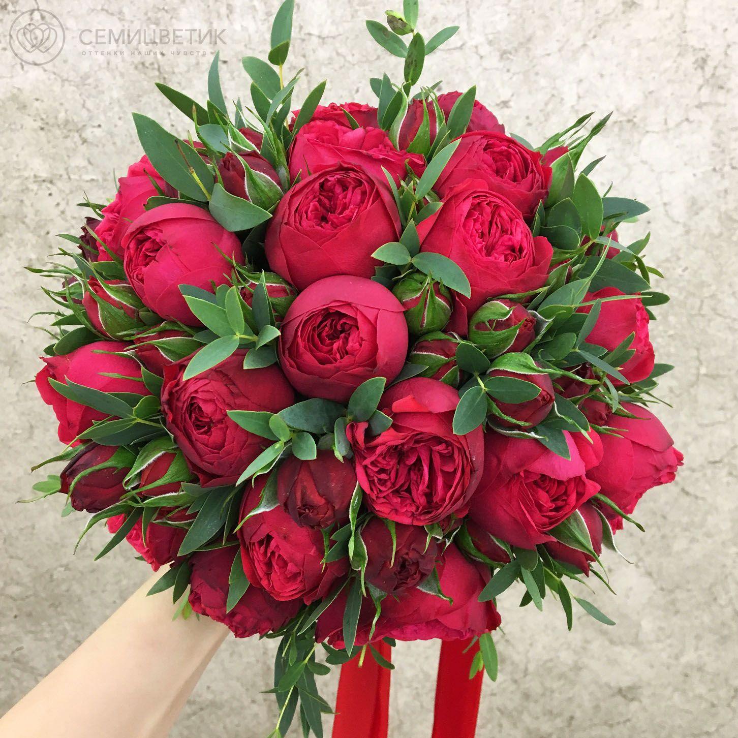 Свадебный букет из 19 роз Red Piano и эвкалипта фото