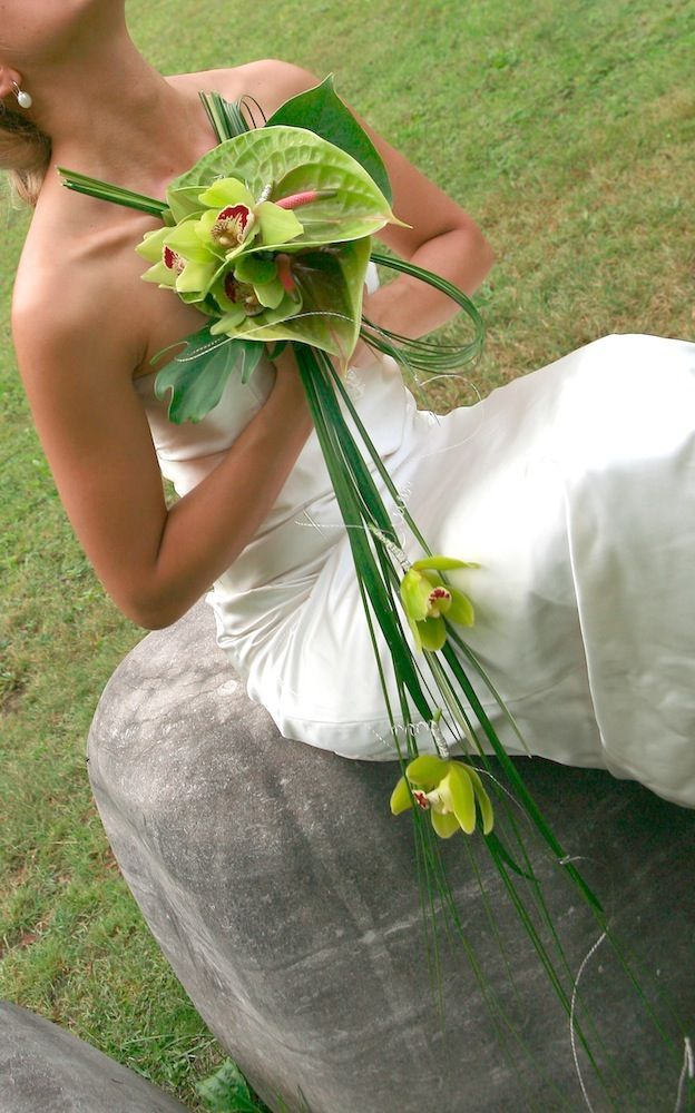 Свадебный букет из антуриумов и орхидей фото