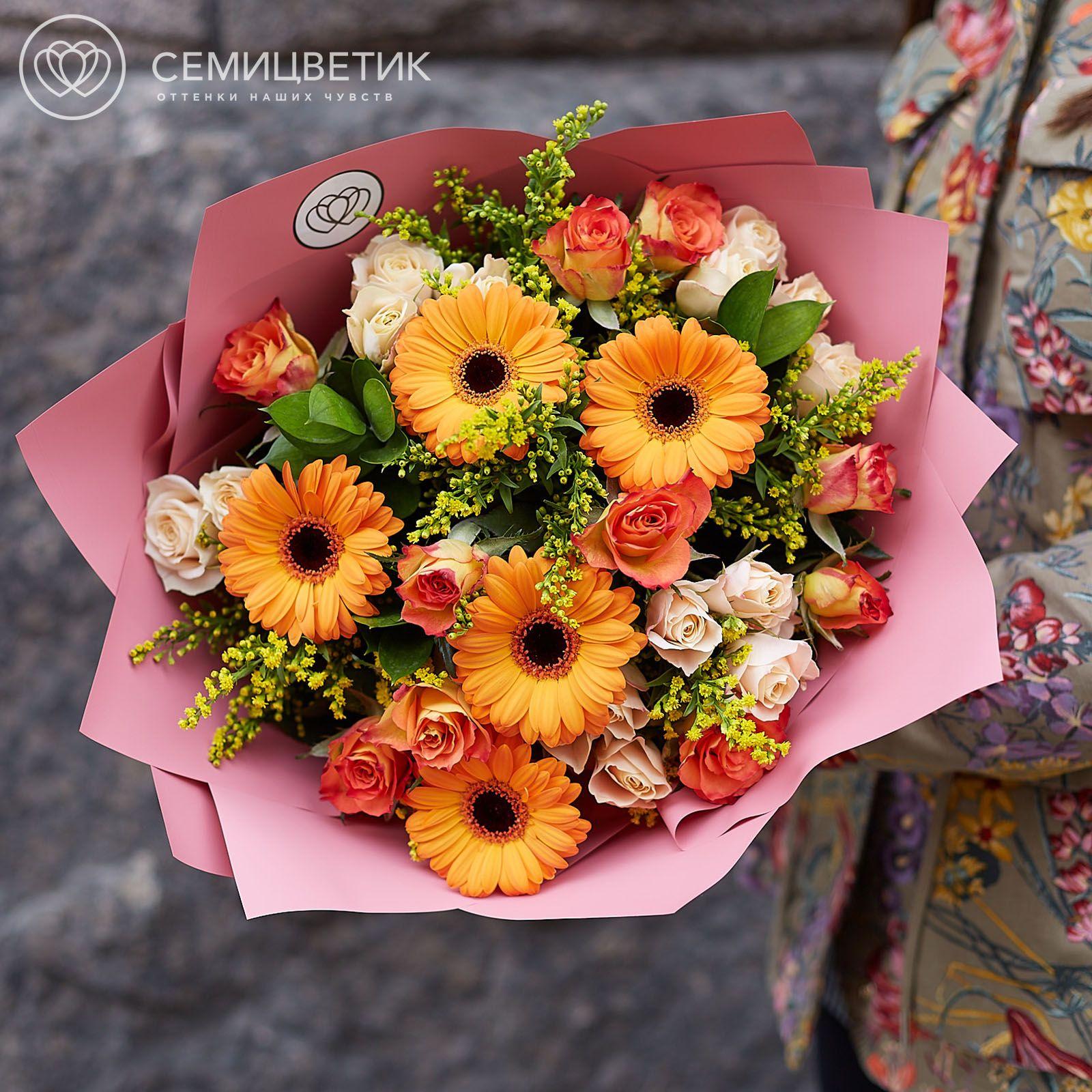 Букет из гербер, роз и солидаго фото