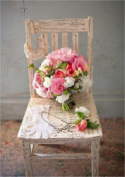 Свадебный букет из ранункулюсов, тюльпанов и вибурнума фото